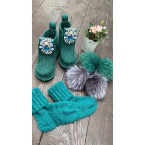 Валенки шитые войлочные изумрудные на подошве с декором, носками и мехом