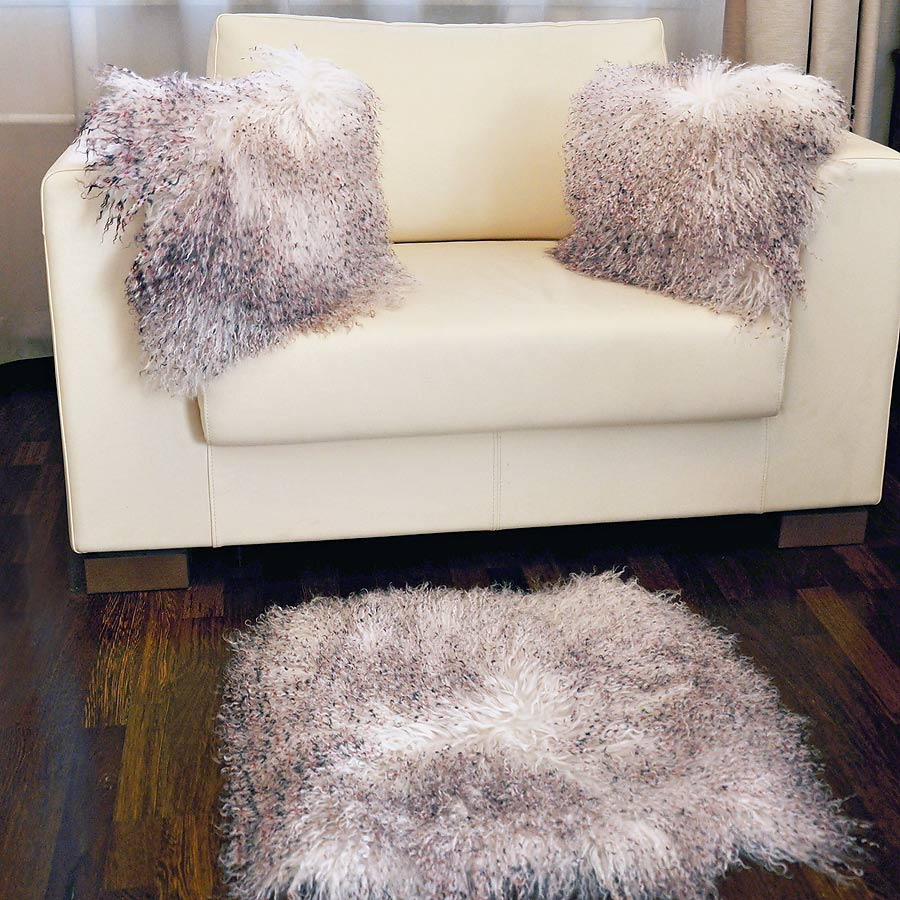 Две подушки односторонние из меха ламы А 2151